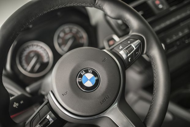 BMW steering wheel with airbag marker
